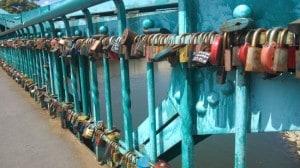 Most se zámky